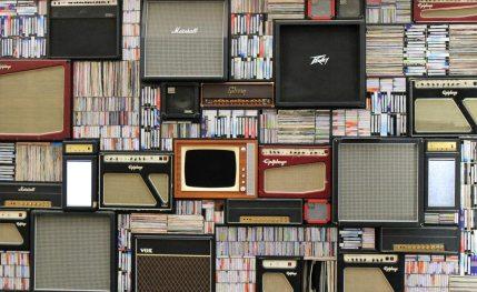 books+vintagetv-radio
