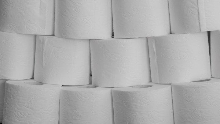 toilet-paper- Mylene2401 from Pixabay-4967985_1920